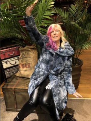 Jan from Dolly Daydreams Party Caravan